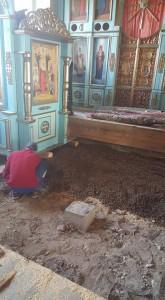 Начат ремонт напольного покрытия Скорбященского придела Храма